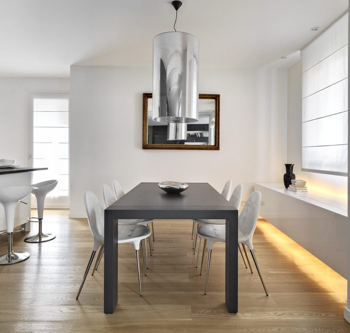 modern dining room with dining table and wood floor overlooking on the ktichen