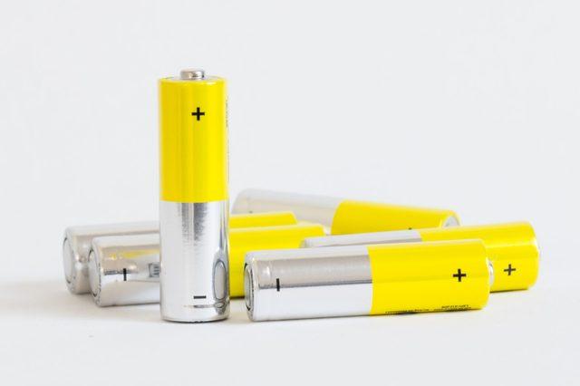 yellow alkaline batteries