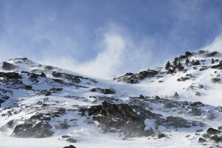strong wind gusts and high drifts during a foehn (chinook) storm