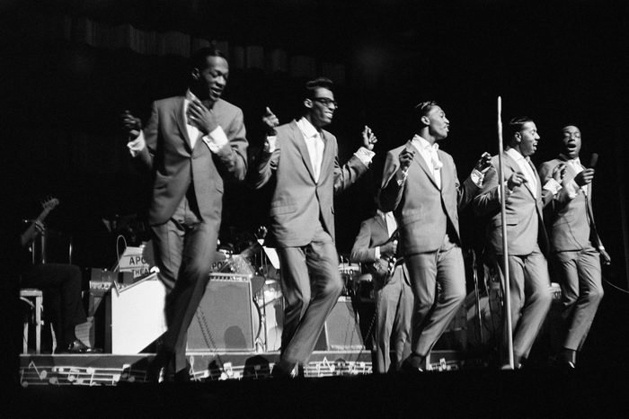 """NEW YORK - 1964: L-R: Paul Williams, David Ruffin, Otis Williams, Melvin franklin and Eddie Kendricks of the R&B group """"The Temptations"""" perform onstage at the Apollo Theater in 1964 in New York City, New York"""