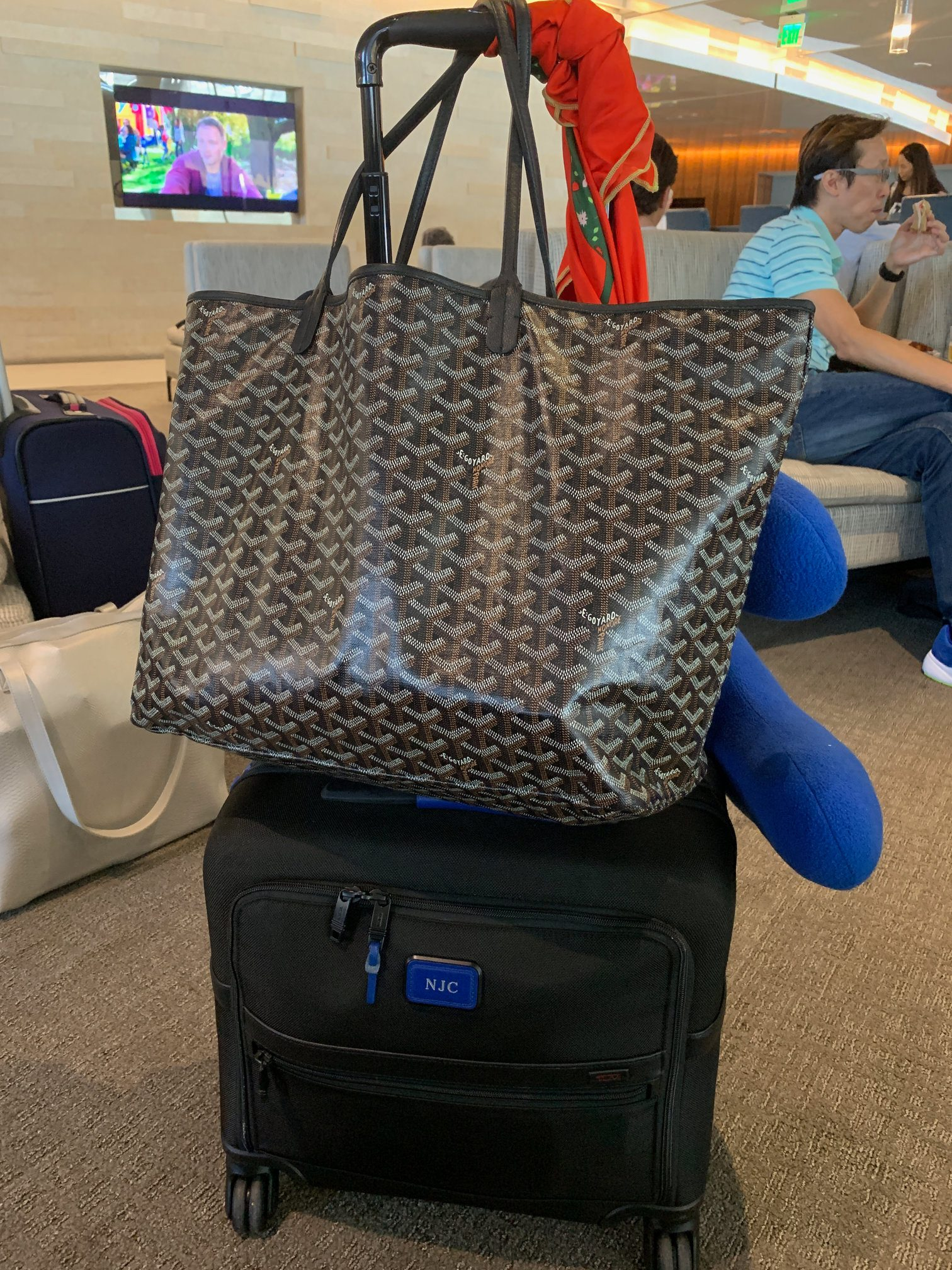 cary on and tote at airport pack carry on two weeks international travel