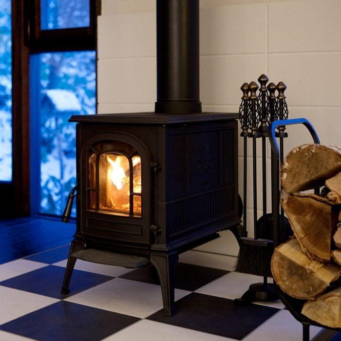 dfh4_shutterstock_292282616 wood burning stove