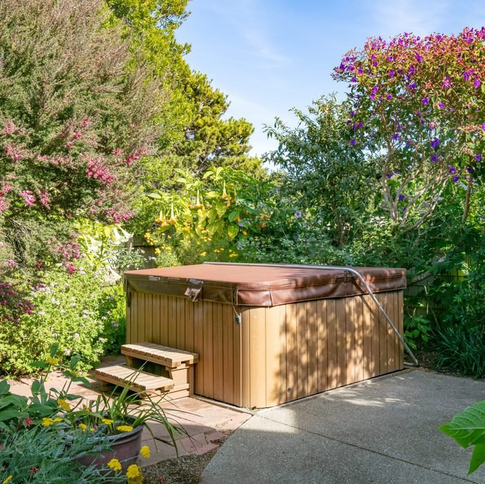 Hot tub in garden of home during the day with no people: closed