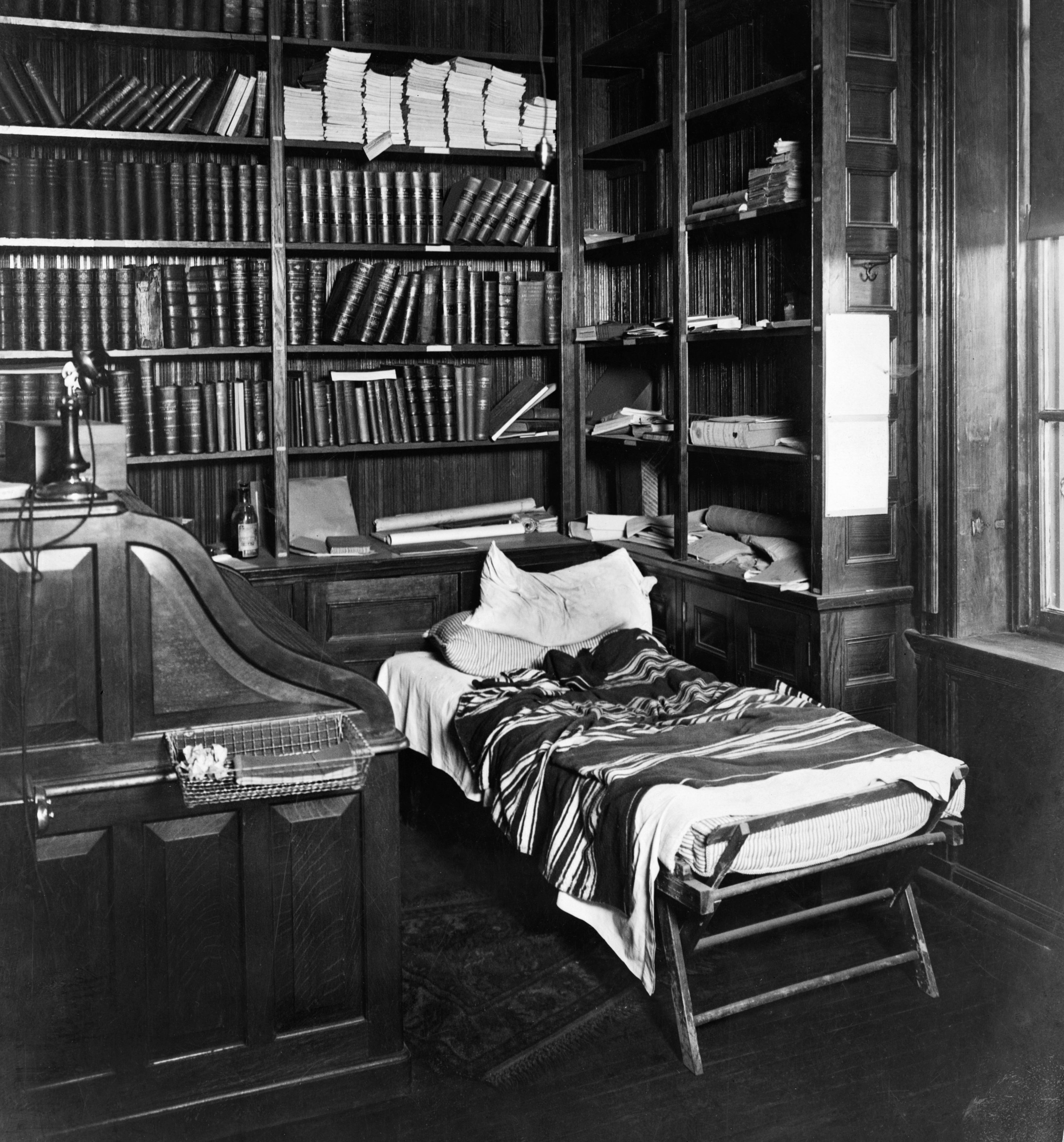 thomas edison bed and desk