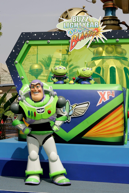 Disneyland Buzz Lightyear's astro blaster ride park
