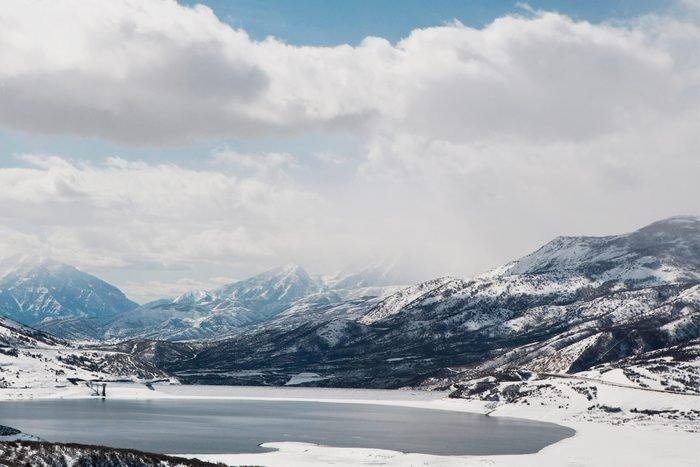 ordanelle Reservoir in winter, Park City, Utah, USA