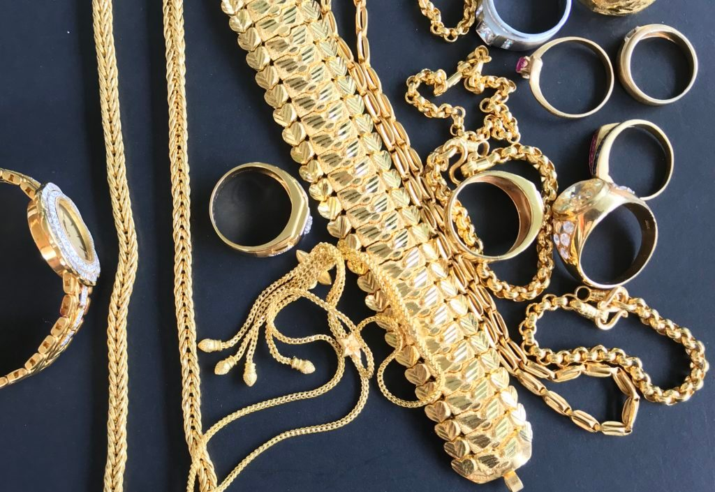 Gold jewelry for personal accessories