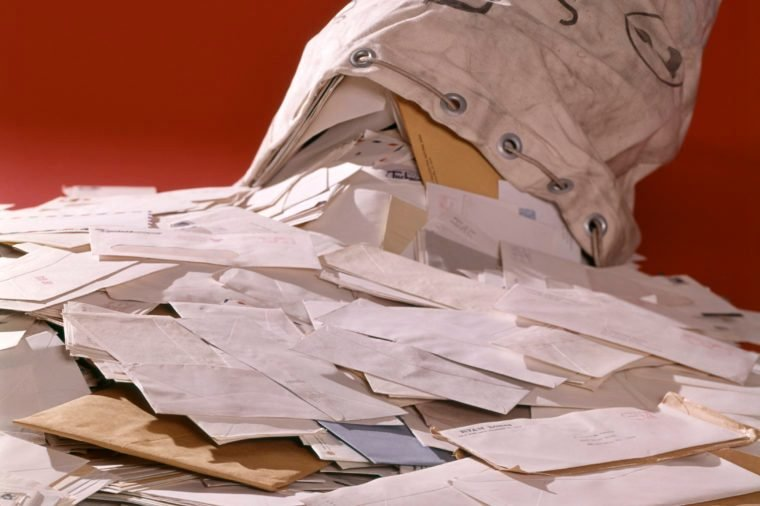 US MAIL BAG OVERFLOWING SPILLING OUT POSTED ENVELOPES