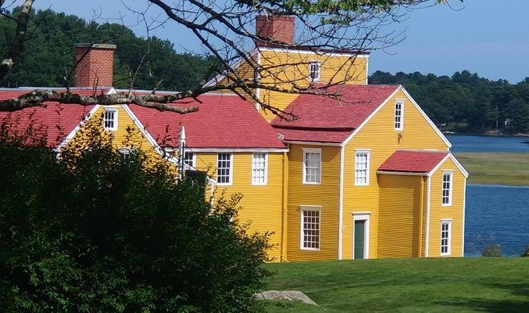 New Hampshire: The Wentworth-Coolidge Mansion