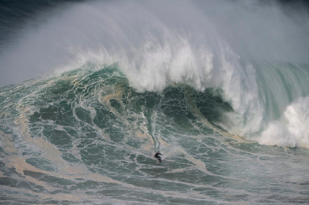 Big Wave Surf in Nazaré, Portugal
