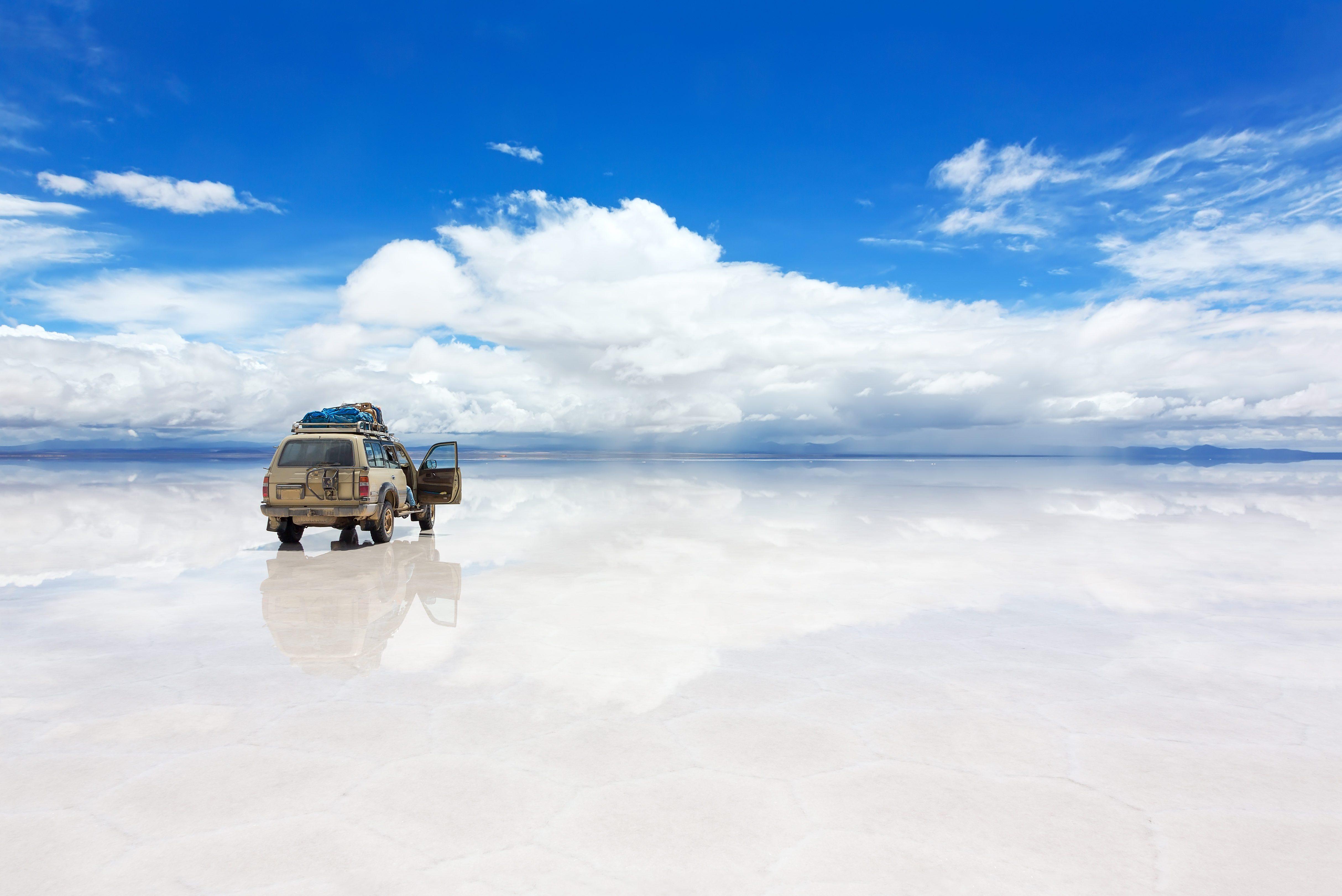 Jeep on the Uyuni Salar in Bolivia