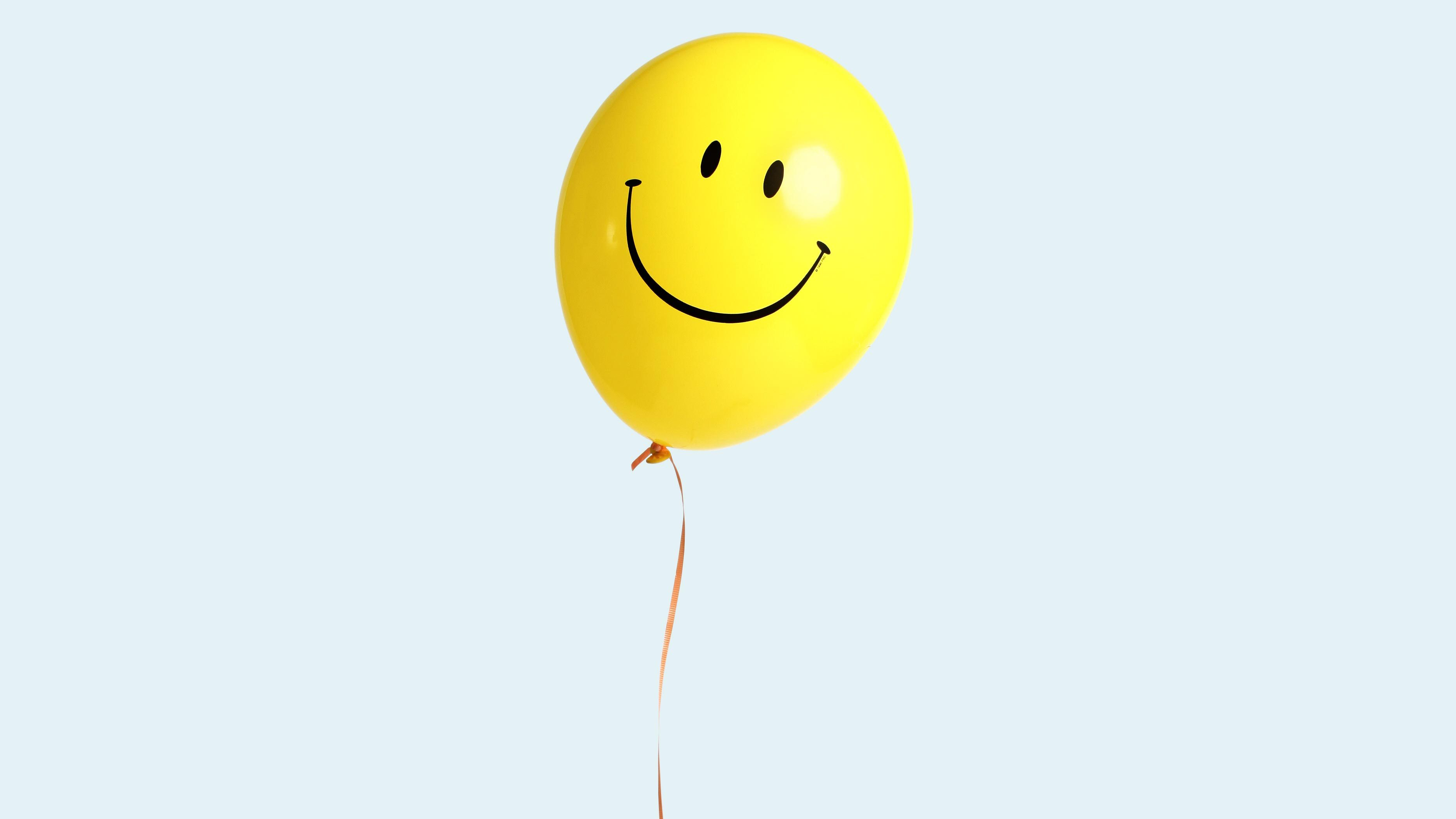 fully inlfated happy face balloon