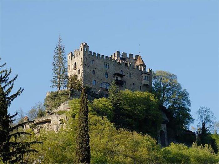 Brunnenberg Castle, Italy