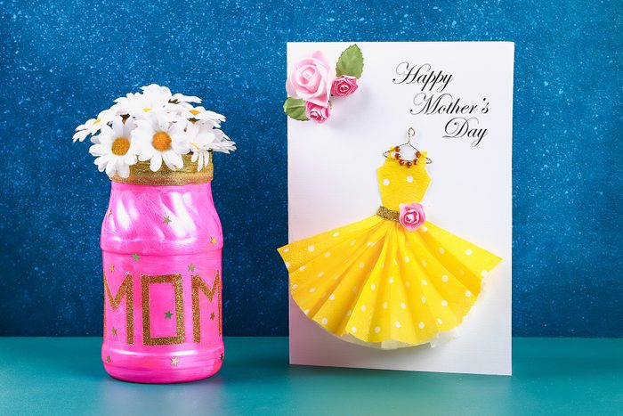 Diy Mothers Day vase with text from a glass jar, pink paint, sparkles glitter, stars, a gold ribbon