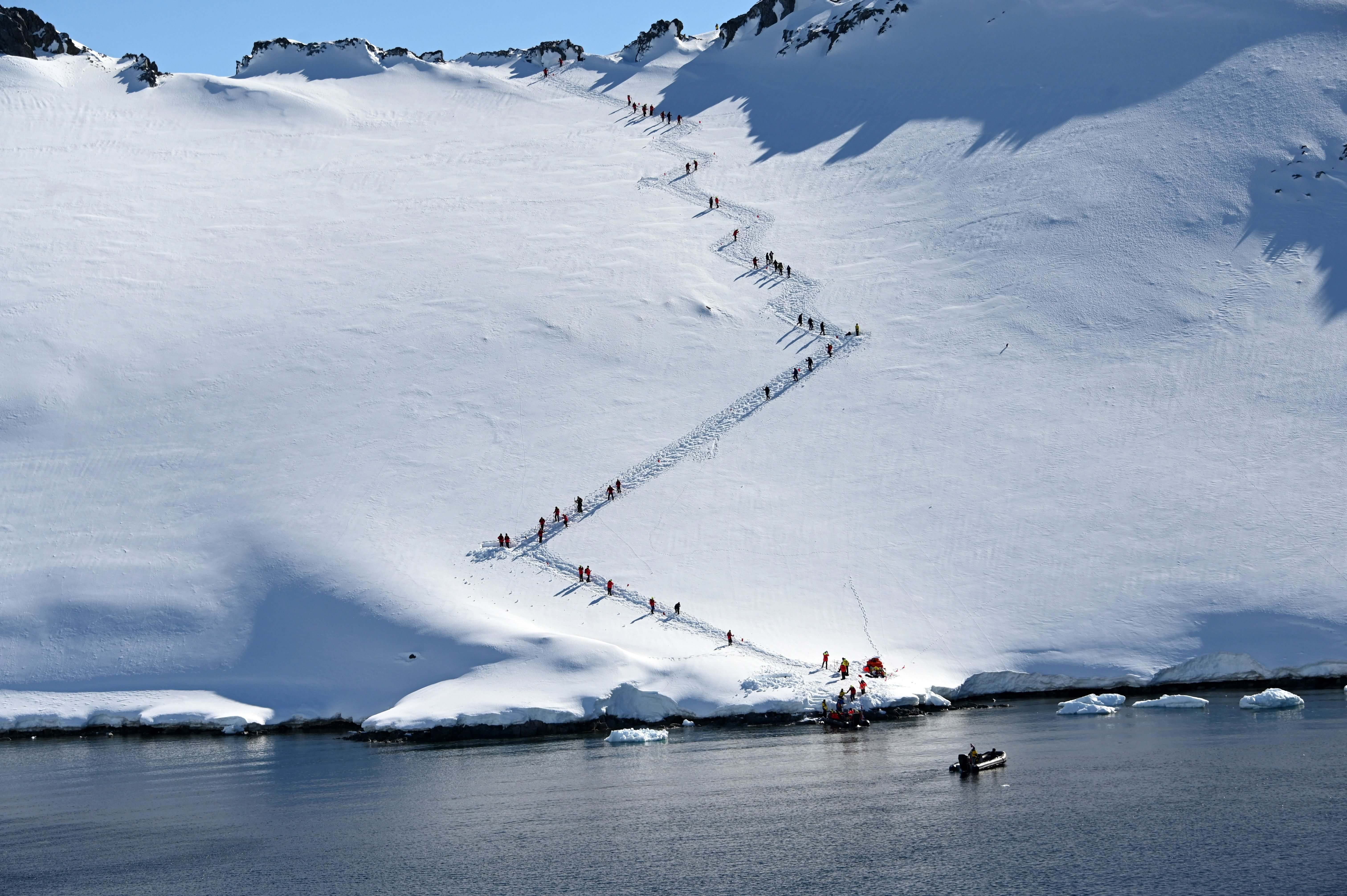 TOPSHOT-UN-CLIMATE-TOURISM-TRANSPORT-SEA-ANTARCTICA