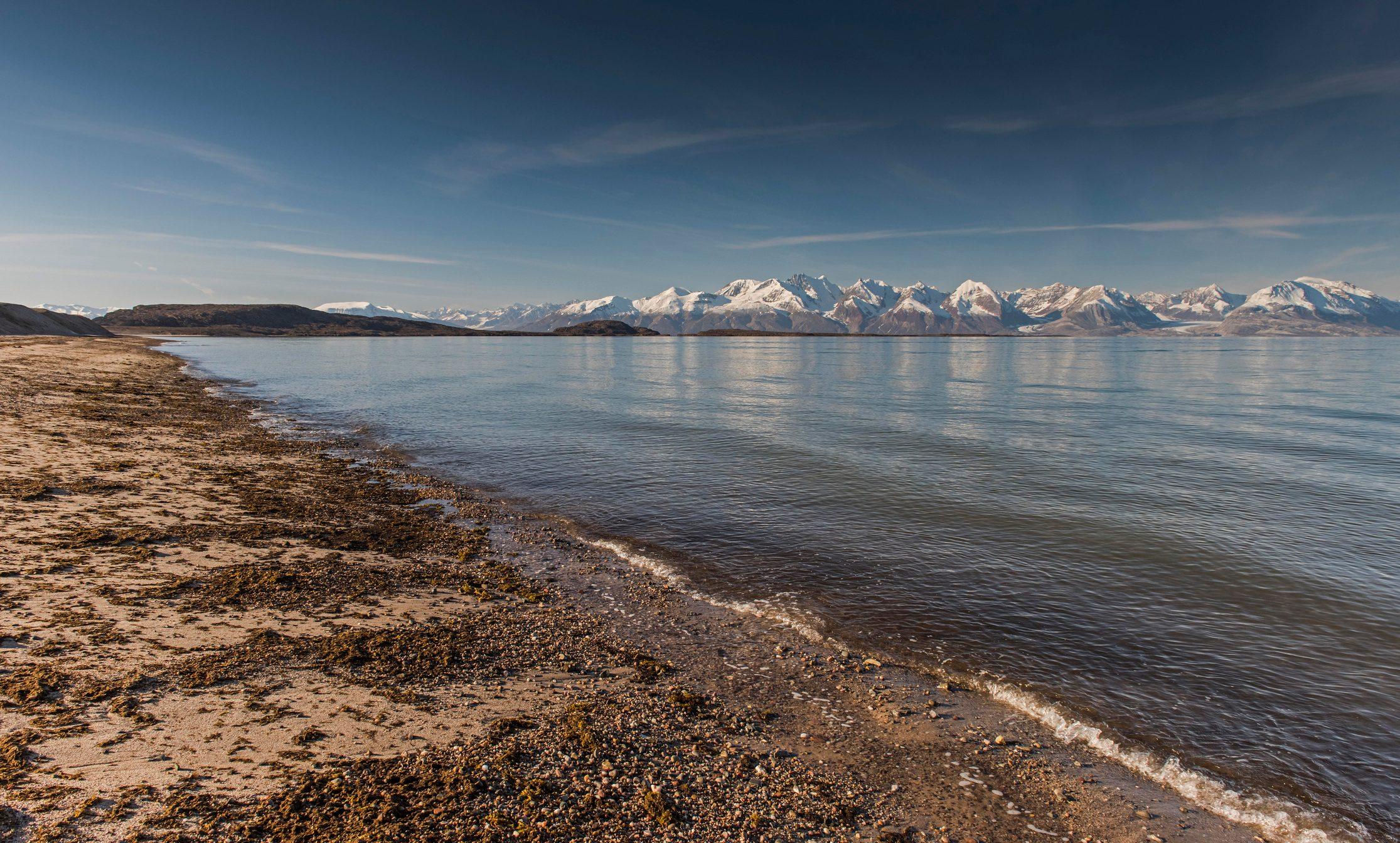 Beach, mountains, Holmbugt, Kong Oscar Fjord, Northeast Greenland National Park, Greenland