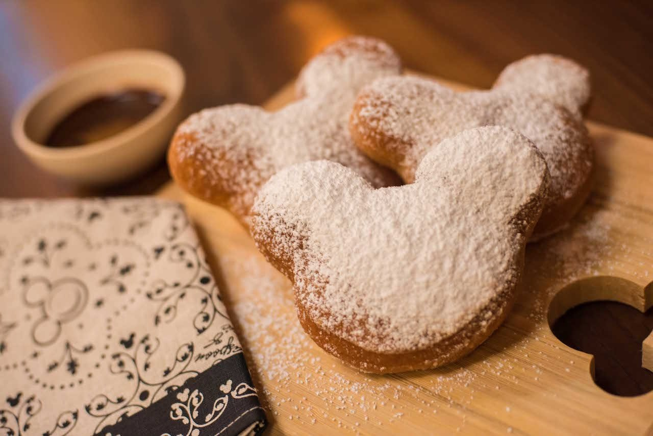 mickey mouse disney beignets