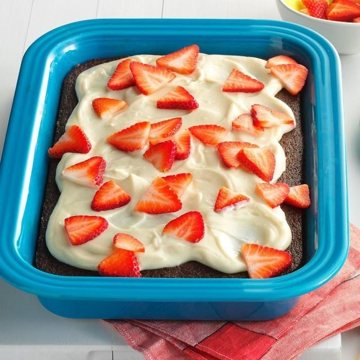 Cola Cake With Strawberries And Cream