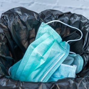 Disposing of a used mask in the trash By leaving unhygienic There may be a spread of harmful germs and viruses. Healthcare concepts