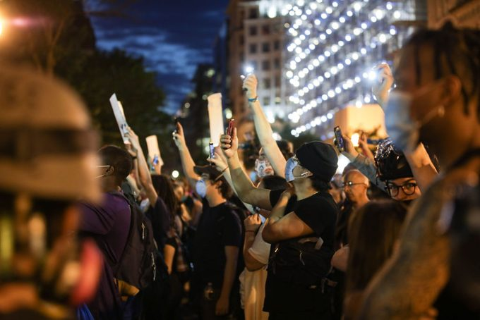 US: Thousands gather in DC to protest Floydâs death