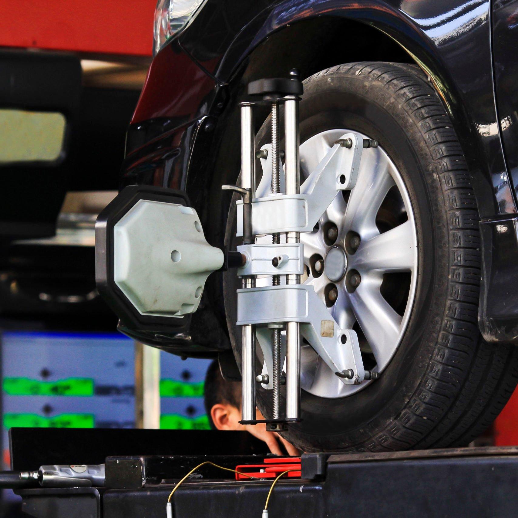 computerized wheel alignment machine clamp