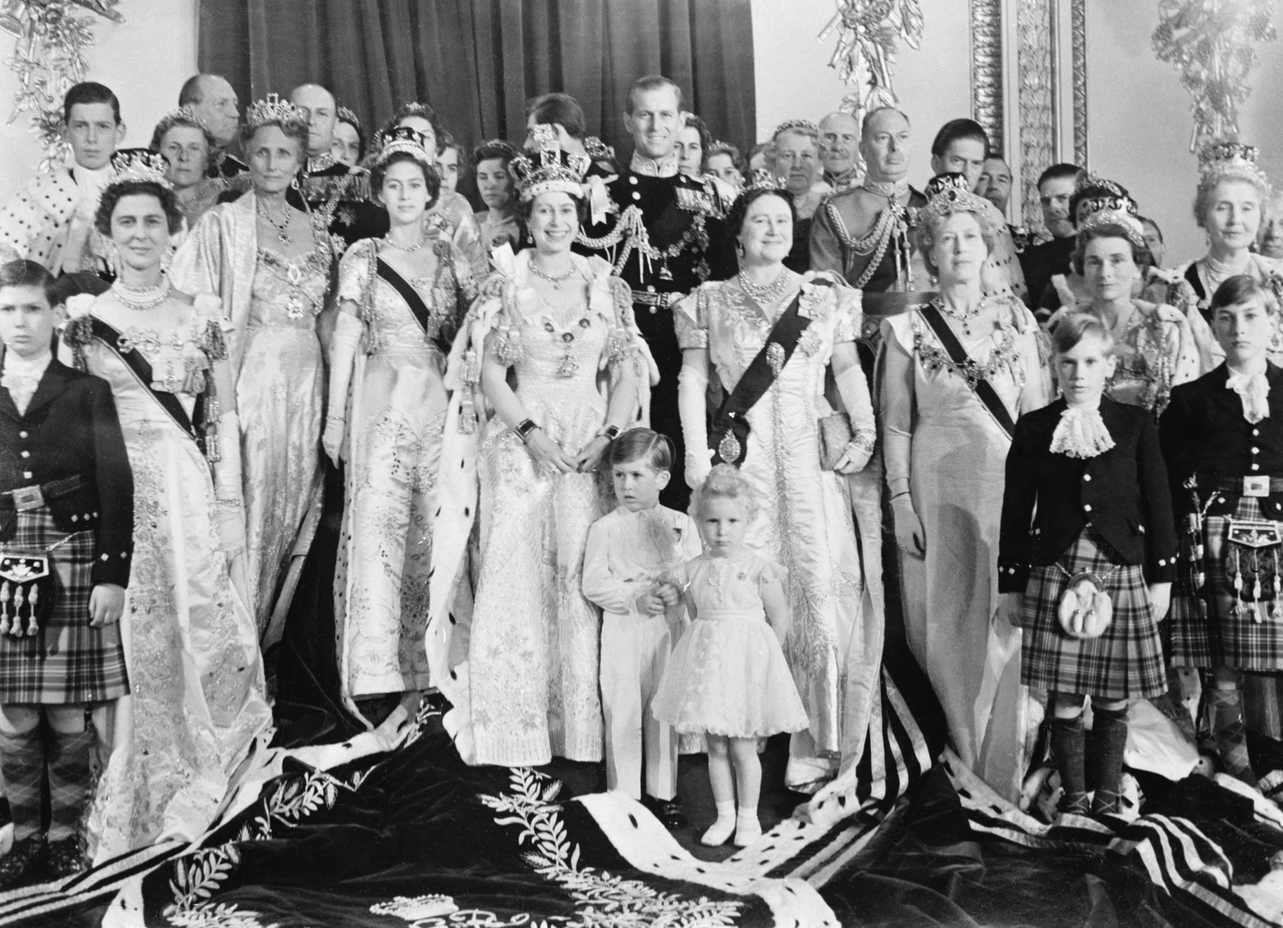 Queen Elizabeth Poses with Royal Family