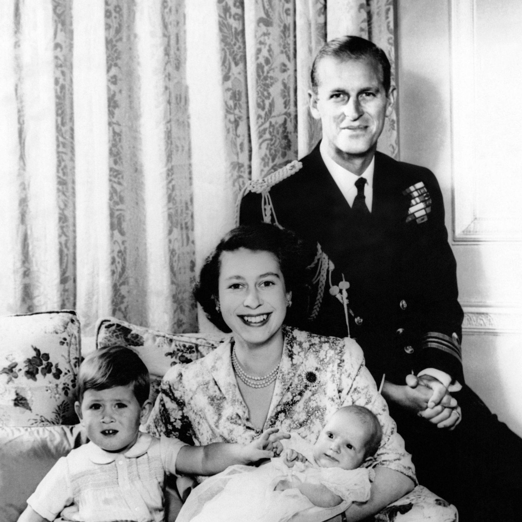 Photographie Officielle De La Famille Royale