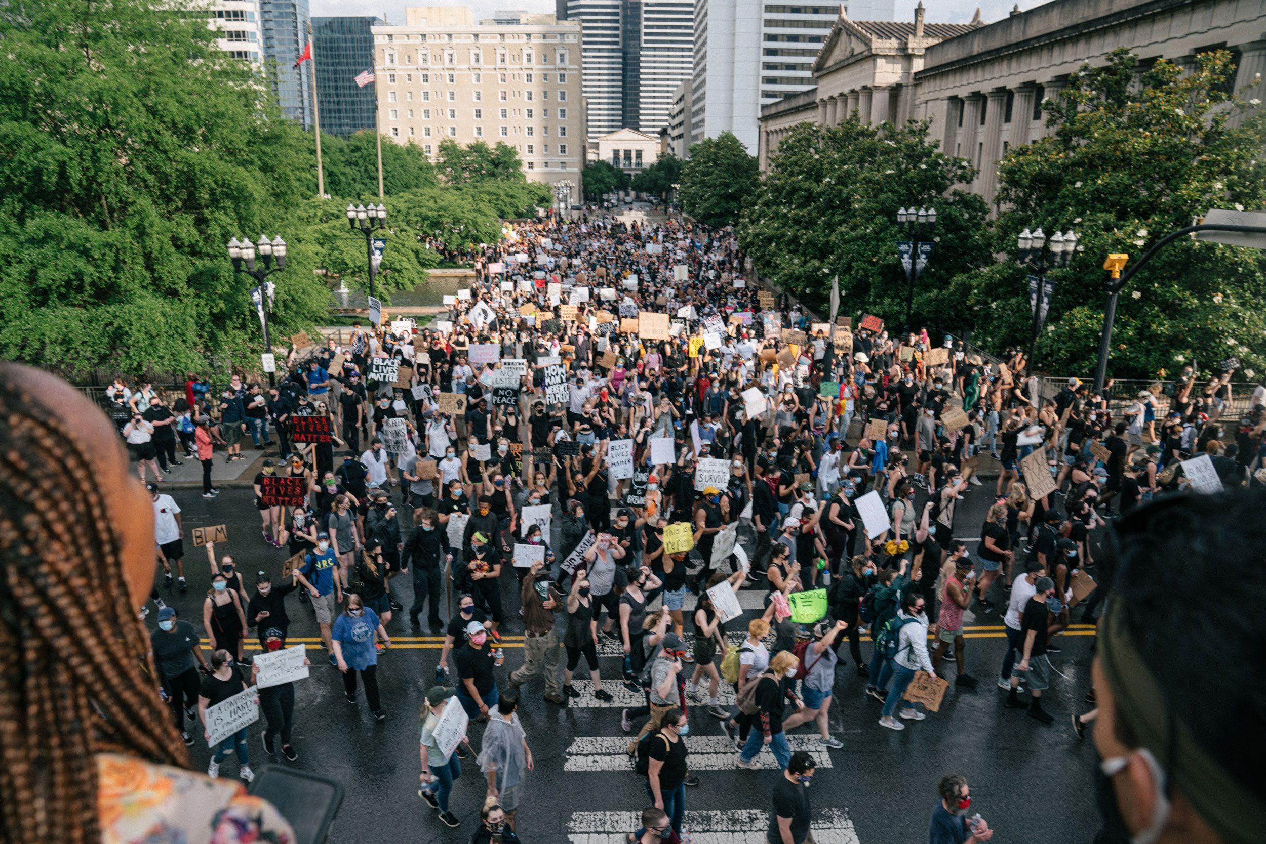 crowd of protestors in nashville