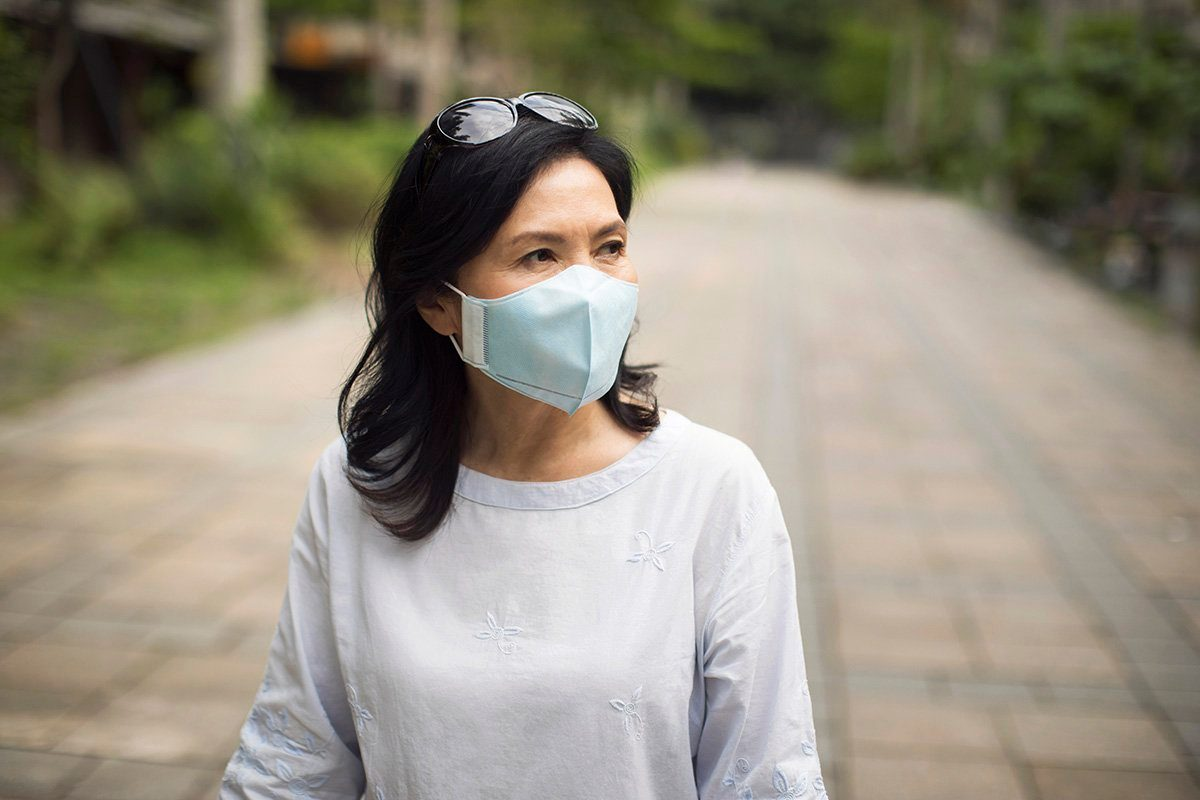 4 Helpful Tips for Wearing a Face Mask in Hot Weather