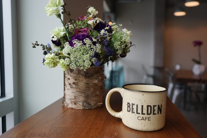 flowers and a mug at Bellden Cafe