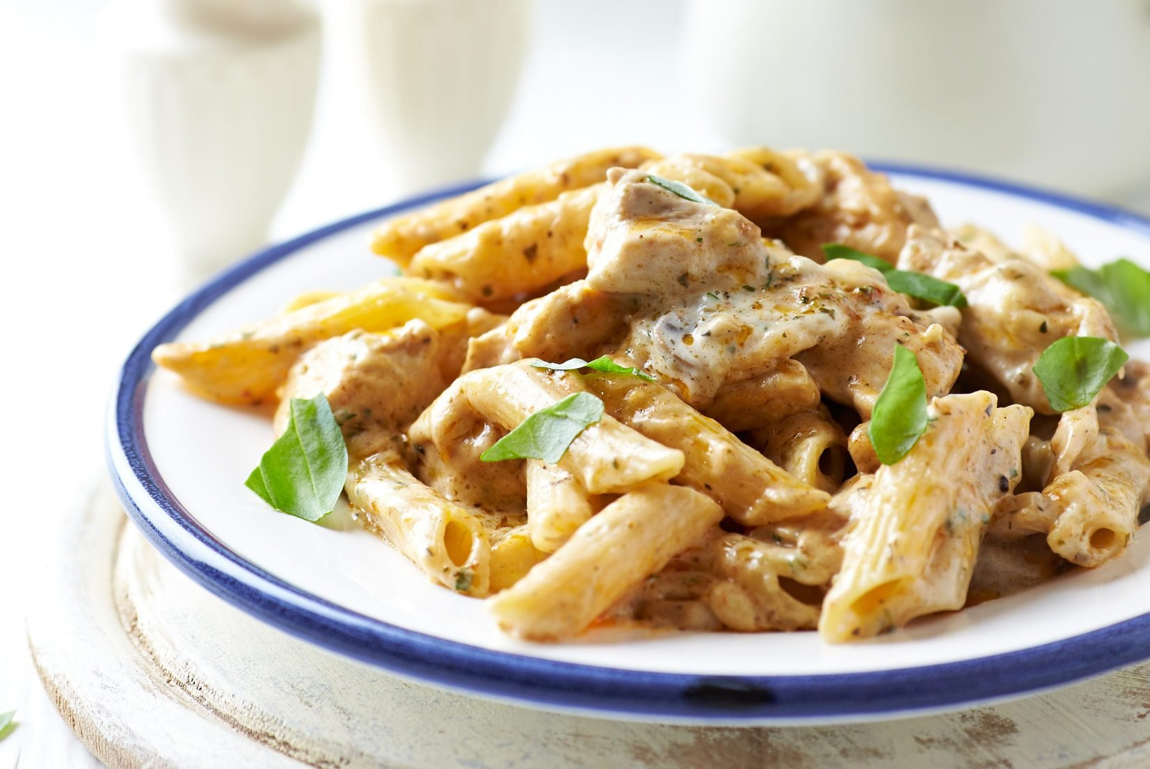 Penne with chicken and cheese sauce