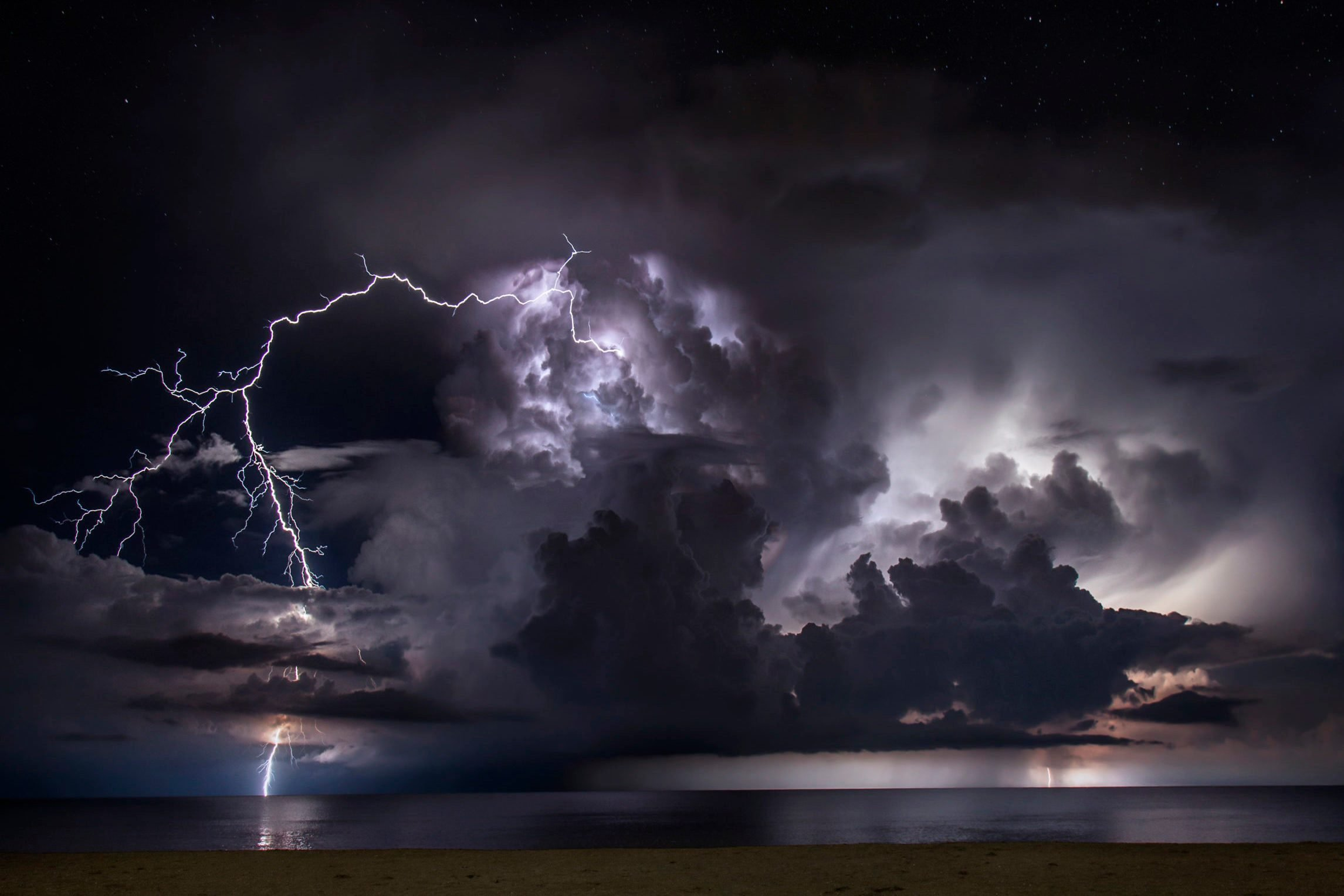 Storm Chaser Risks Life To Pursue America's Wildest Weather