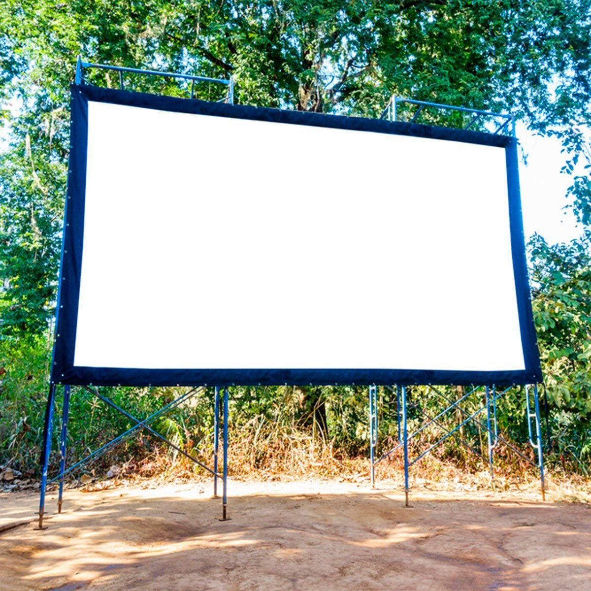 What You Need for a DIY Backyard Movie Theater   Reader's ...