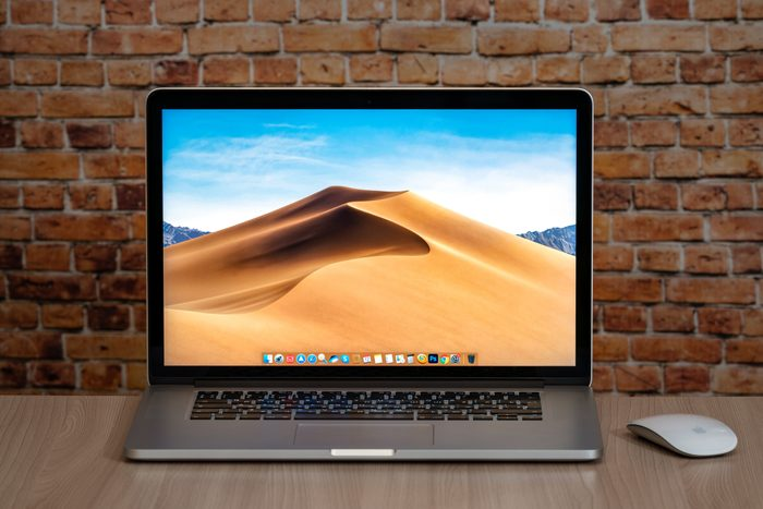 Apple Macbook pro 15 Retina on table