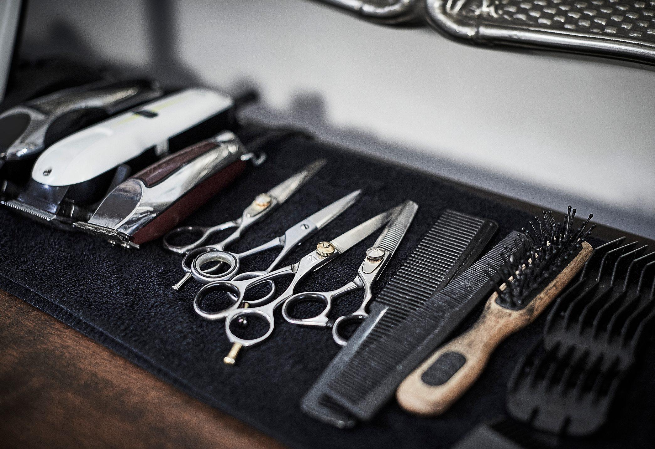 Arrangement of hairdressing tools