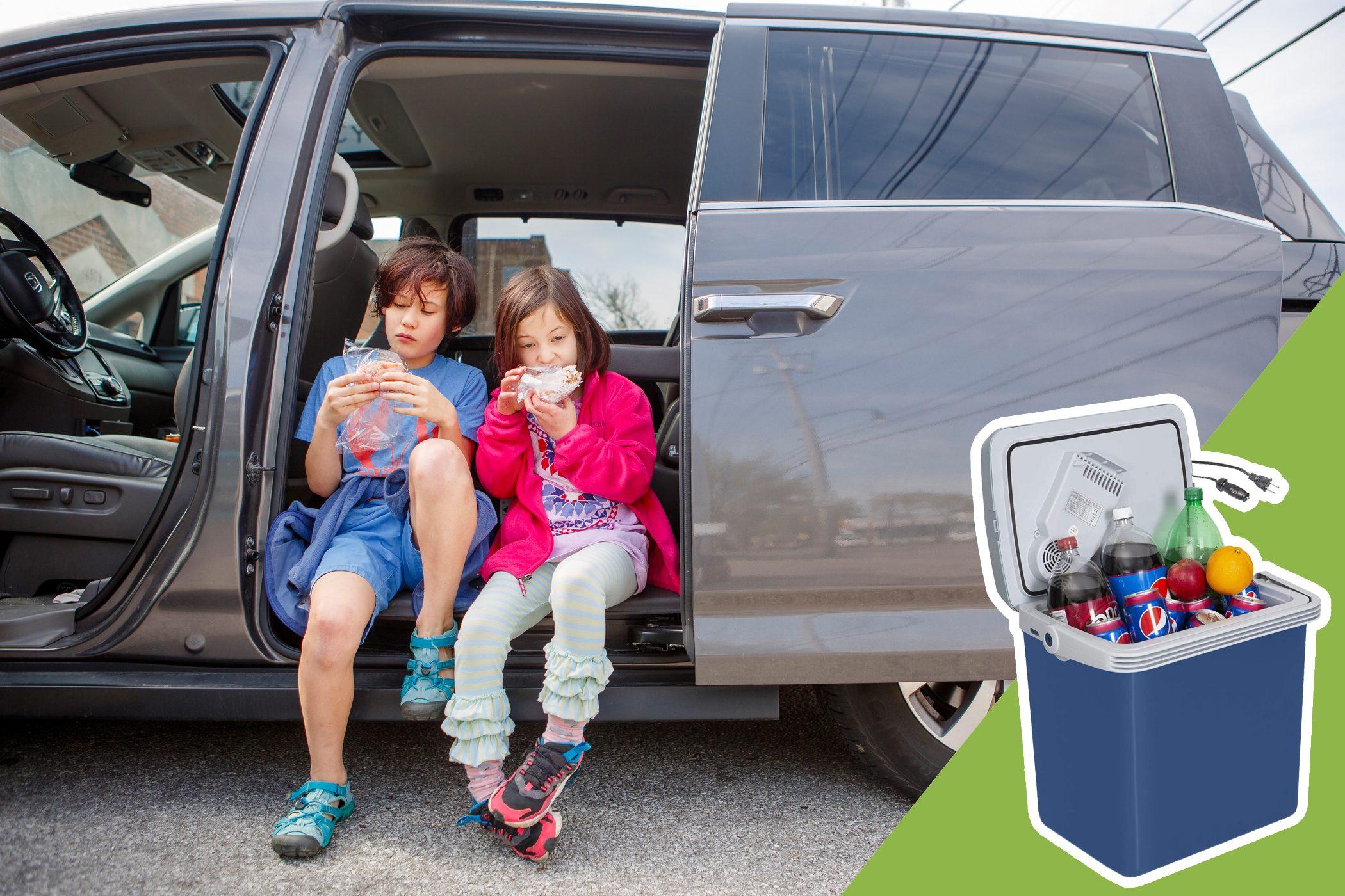 kids eating food in the mini van