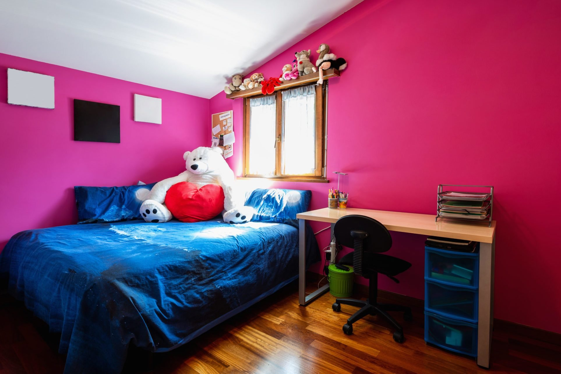 Teen boys bedroom with many plush and parquet