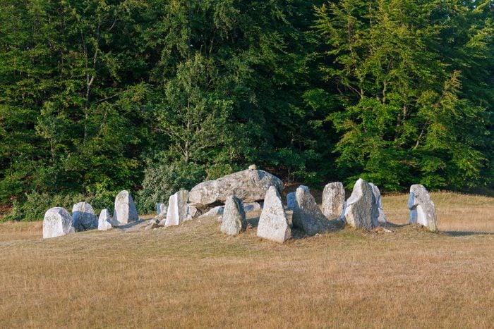 Havangsdosen, Megalithic grave and dolmen near Kivik.
