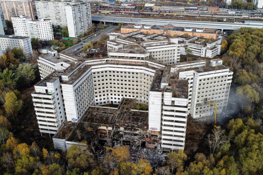 Pulling down abandoned Khovrino hospital in northern Moscow, Russia