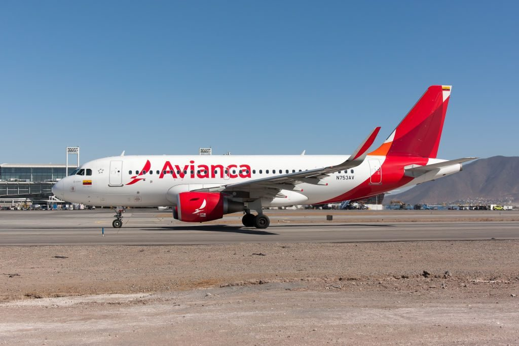 An Avianca Airbus 319 taxiing at Santiago airport...