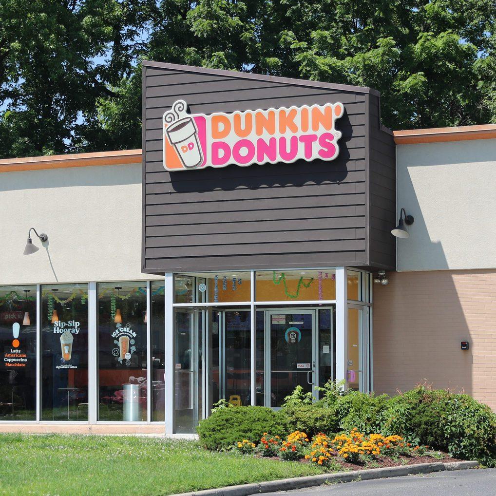 Dunkin' Donuts restauraunt exterior.