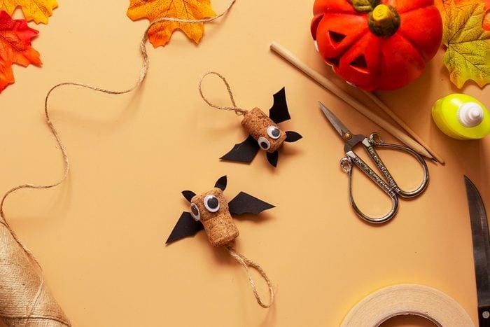 bats made from corks halloween craft idea