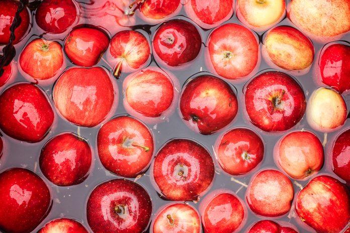 Apples in Water