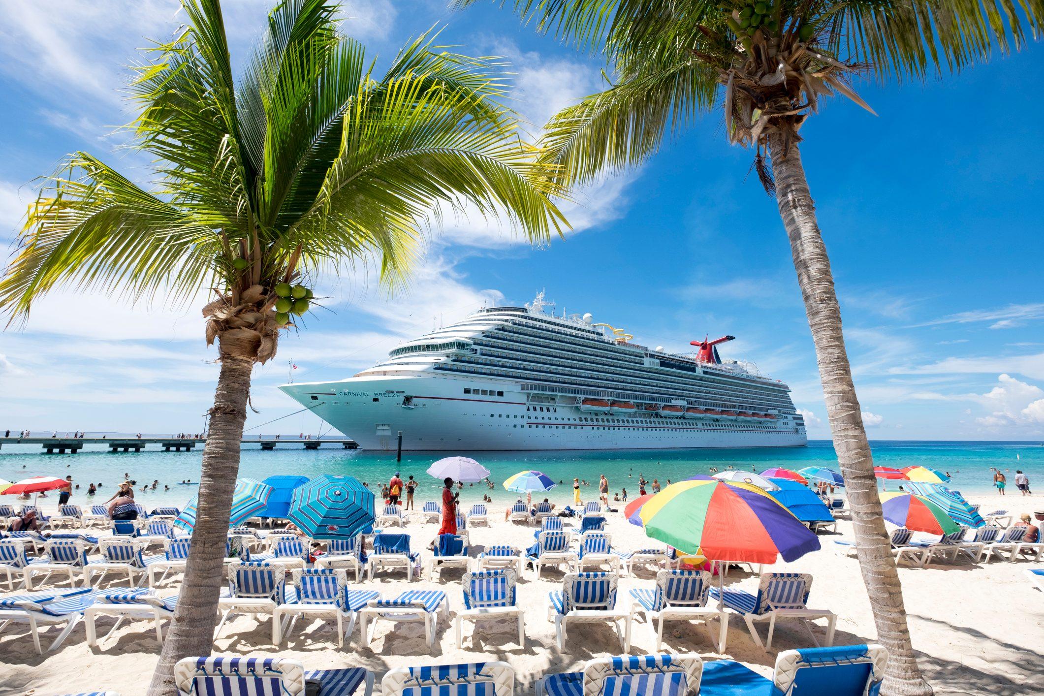 Gran Turk beach and cruise