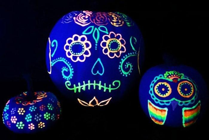 Glow In The Dark Blacklight Pumpkins no-carve halloween idea