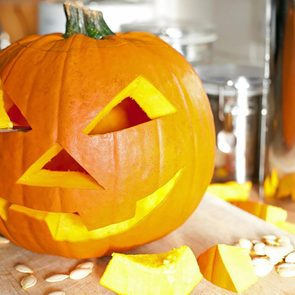 <h4></noscript>This Is the Real History Behind Why We Carve Pumpkins</h4>