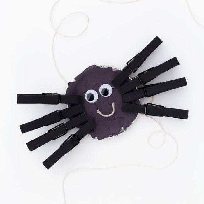 Mason Jar Lid Spider kids halloween craft idea