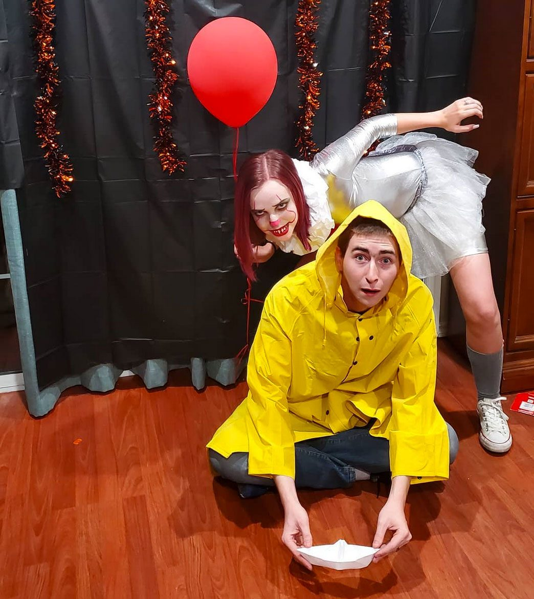 pennywise and georgie couples halloween costume
