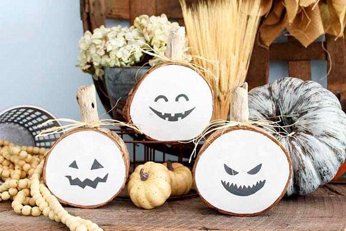 wood slice pumpkins halloween craft