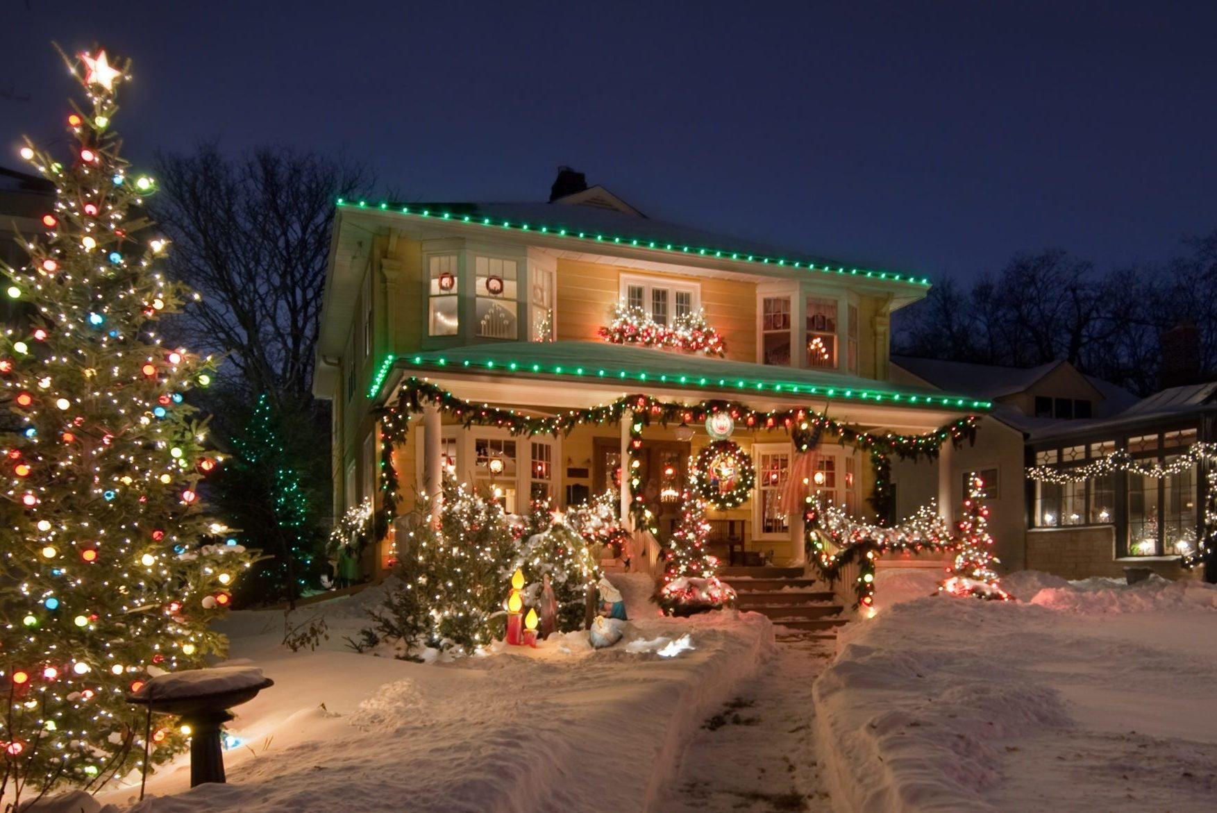 Best Outdoor Christmas Lights For The Best Neighborhood Display Reader S Digest